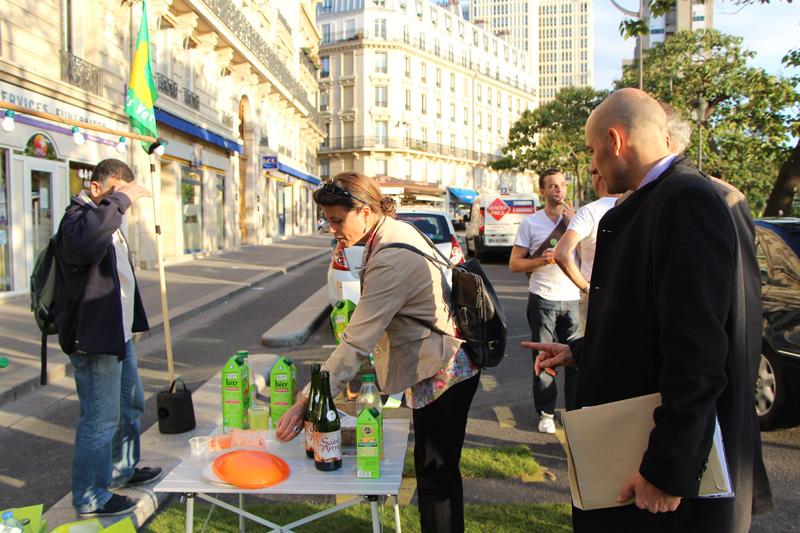 Place d'Italie les écologistes fêtent le Parking Day